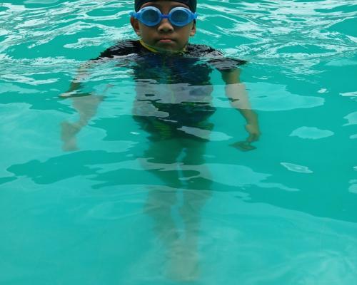 การเรียนว่ายน้ำ